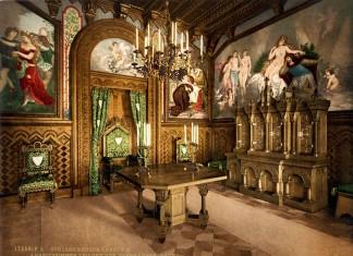 Arbeitszimmer des Königs auf Schloss Neuschwanstein, kolorierte Fotografie von Joseph Albert, 1886