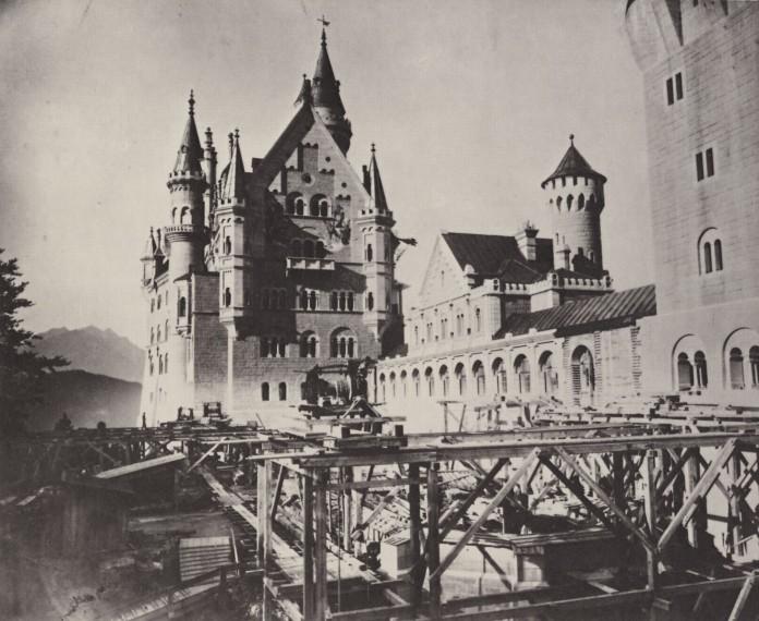 Neuschwanstein - Blick in den oberen Schlosshof, etwa 1886 - Bild: Joseph Albert