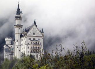 Schloss Neuschwanstein im Nebel – Foto: © Regina Mengel / Quelle: wikicommons