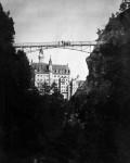 Neuschwanstein Blick aus Pöllatschlucht auf Marienbrücke und Schloss